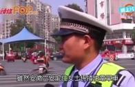 (粵)交警採訪身後撞車 話口未完要禮讓