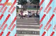 (粵)疑似大媽失控狂捅老公 眾路人食花生 : 別激動