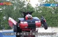 (粵)俄父子改裝舊車 似十足變形金剛