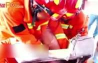 安徽5歲童頭卡梳化窿  消防剪拆梳化營救
