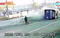 河南翁踏單車橫過馬路  巴士閃避翻車阿伯速逃