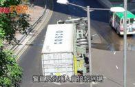 貨櫃車碼頭迴旋處翻側 司機受傷送院