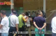 男子等電梯遭持刀漢追斬 保安阻止手被斬傷