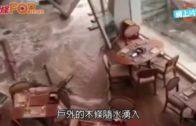 大梅沙喜來登酒店  海浪沖爆玻璃門餐廳湧起浪花