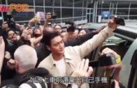 SJ始源同fans自拍  成群fans涌圍男神