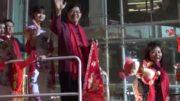 2020三藩市新春花車大游行,梁建鋒社長在星島花車向星島廣大讀者、聽眾、觀眾拜年